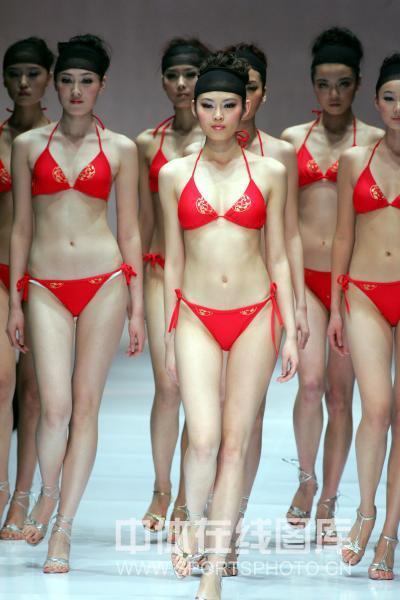 组图:奥运主题泳装设计大赛 大胆前卫隐隐若现