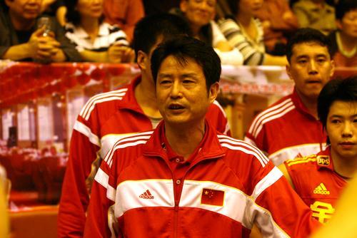 图文:中国女排3-2台山男排 陈忠和侃侃而谈