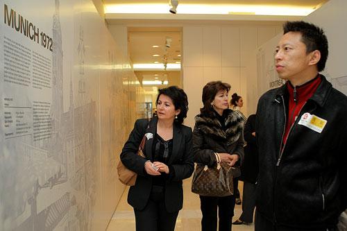 官网报道团首席记者张朝阳参观马拉松博物馆