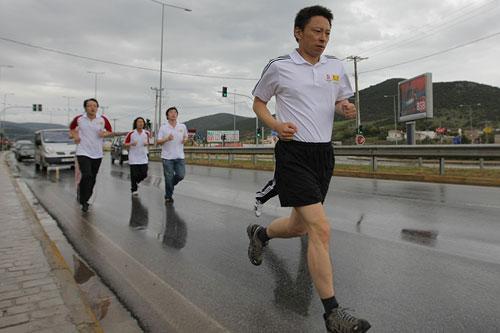 报道团队首席记者张朝阳领跑