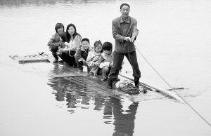南小学危桥改建一座用摆渡船接送小学生(图)校园教师网络建设图片