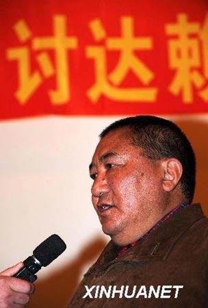 中国佛教协会西藏分会会长珠康·土登克珠活佛强烈谴责参与拉萨打砸抢烧事件的不法分子(3月20日摄)。 3月14日,在达赖集团一手策划下,拉萨发生了有组织、有预谋的打砸抢烧严重暴力犯罪事件,给各族人民的生命财产安全造成极大危害,严重扰乱安定团结的社会局面,严重阻挠经济社会各项事业的发展,激起了西藏自治区各族各界干部群众的强烈愤慨。 新华社记者觉果摄