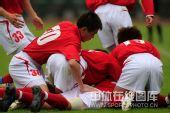 图文:[中超]成都1-1辽宁 谢联球员庆祝