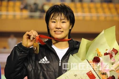 图文:全国柔道锦标赛继续激战 杨秀丽笑容满面
