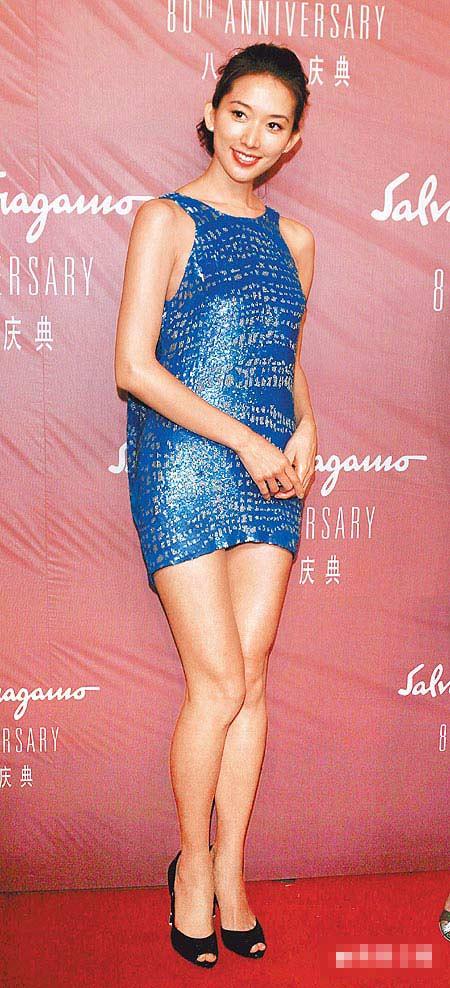 林志玲前晚出席Ferragamo在上海办的08秋冬秀,迷你洋装濒临走光