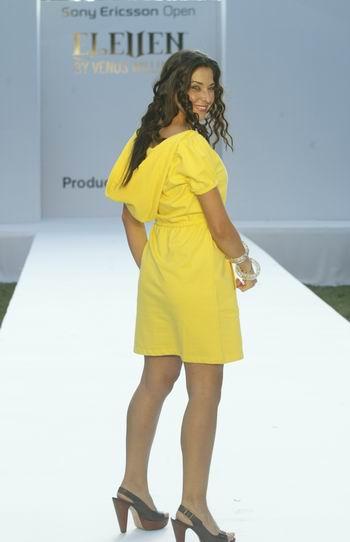 图文:大威品牌服装SHOW 模特走秀大威品牌