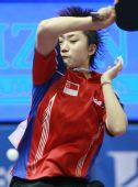 图文:新加坡冯天薇晋级决赛 大力挥拍