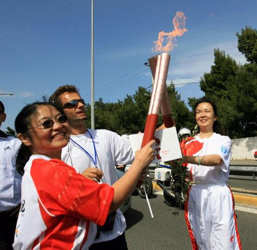 奥运圣火希腊境内传递第六日经过马拉松