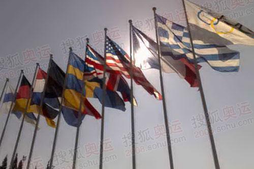 雅典体育场国旗飘扬