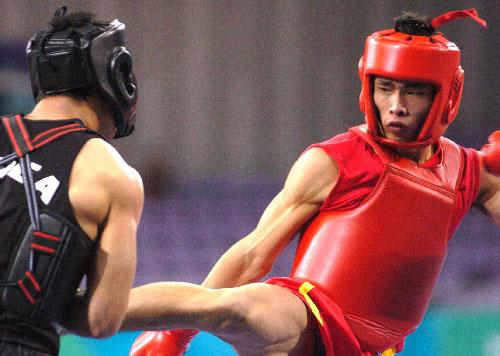 中国澳门选手蔡良蝉(右)在武术世锦赛上夺冠