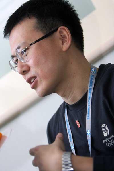 接受记者采访(张宇文/摄)