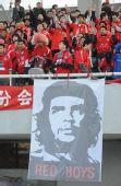 图文:[中超]北京VS河南 格瓦拉助阵客队球迷