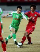 图文:[中超]北京2-0河南 黄博文带球突破