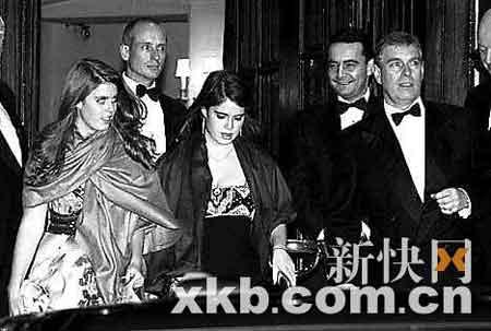 ■女王取消了庆典,孩子们只能另寻其他晚会去尽兴了。