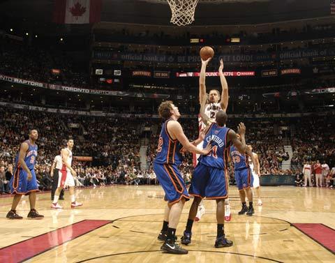 图文:[NBA]老鹰赢尼克斯 克劳福德放弃抵抗