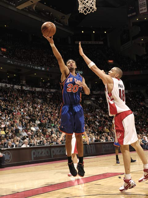 图文:[NBA]老鹰赢尼克斯 杰弗里斯上篮