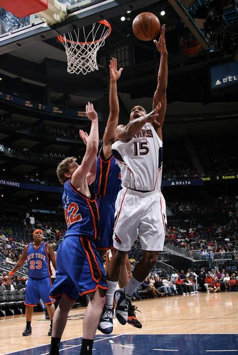图文:[NBA]老鹰赢尼克斯 霍福德勾手