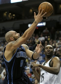图文:[NBA]森林狼胜爵士 布泽尔上篮