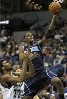 图文:[NBA]森林狼胜爵士 米勒斯上篮