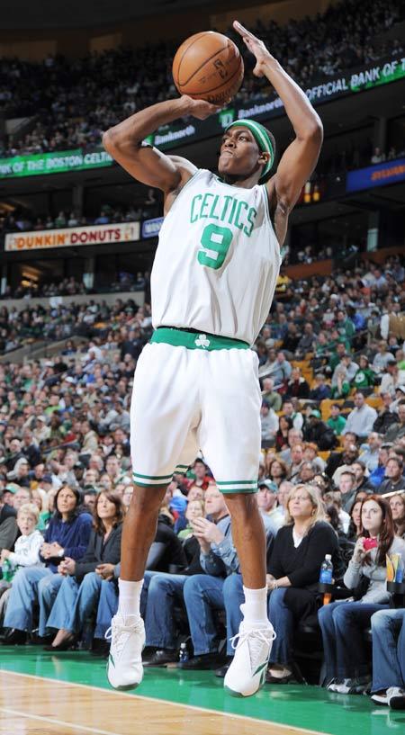 图文:[NBA]热火负凯尔特人 隆多三分出手