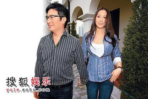 3月30日,李家诚与徐子淇十指紧扣出现