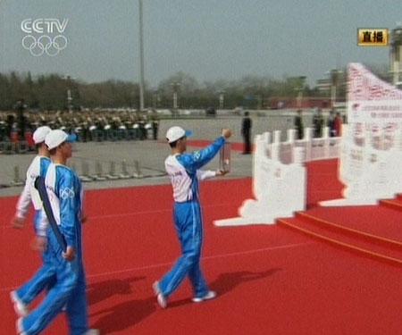 奥运圣火顺利送达天安门广场