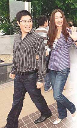 李家诚与徐子淇情侣装到场,羡煞旁人。(图片来源:香港《东方日报》)