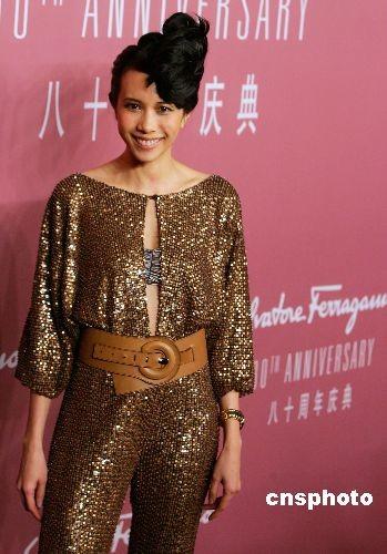 3月28日晚,香港明星莫文蔚在上海参加Ferragamo80周年庆典,并出席Ferragamo2008秋冬男女时装发布会。