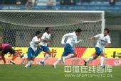 图文:[中超]武汉1-3广州 徐亮狂奔庆祝