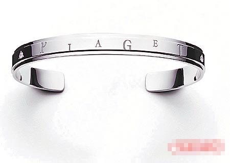 张曼玉戴Piaget情书钻表混搭12万8000元的 Logo手环