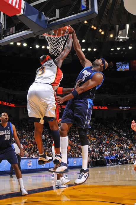 图文:[NBA]勇士胜小牛 丹皮尔单手暴扣