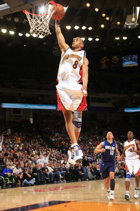 图文:[NBA]勇士胜小牛 伊利斯上篮