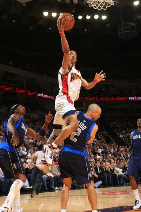 图文:[NBA]勇士胜小牛 伊利斯单手扣篮