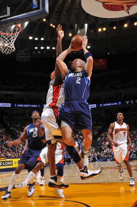 图文:[NBA]勇士胜小牛 哈林顿阻击基德