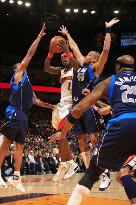 图文:[NBA]勇士胜小牛 杰克逊上篮
