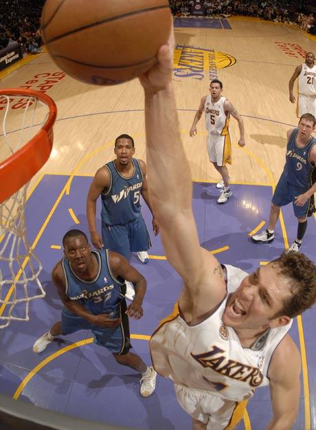 图文:[NBA]湖人vs奇才 沃顿单手扣篮