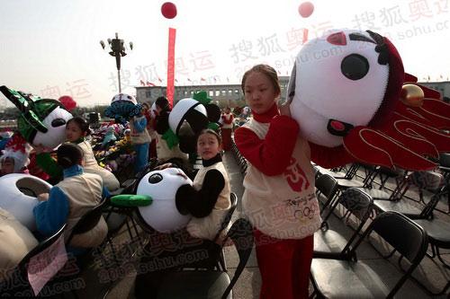 组图:奥运圣火欢迎仪式 天安门广场文艺表演