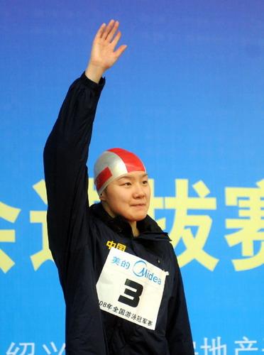 女子100米蝶泳 周雅菲获得铜牌
