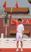 图文:奥运圣火欢迎仪式 刘翔手持火炬