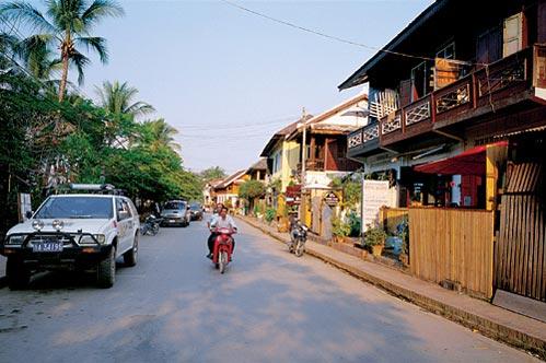 穿越国境线 杭州自驾老挝琅勃拉邦