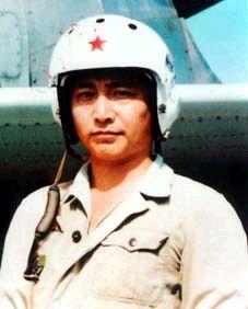 :在撞击事件中牺牲的中方飞行员王伟.    摄 -2001年中美撞机事件