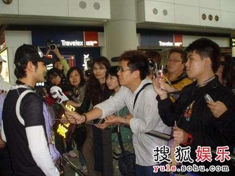 接受HK媒体采访