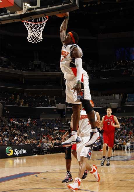 图文:[NBA]猛龙胜山猫 华莱士单手爆扣