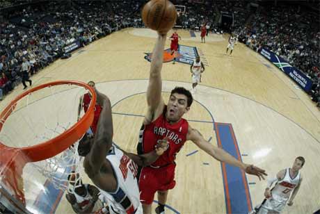 图文:[NBA]猛龙胜山猫 德尔非诺扣篮