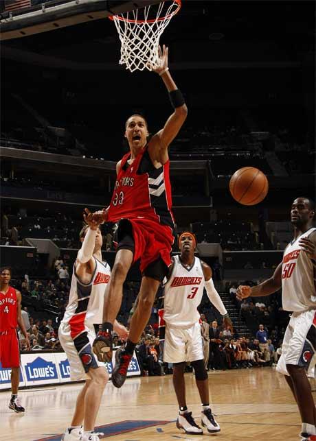 图文:[NBA]猛龙胜山猫 穆恩怒扣得手