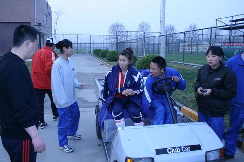 刘华娜被送往医院