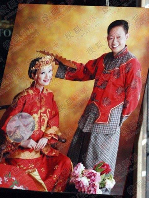 图:王志文婚礼  王志文和陈坚红的复古婚照