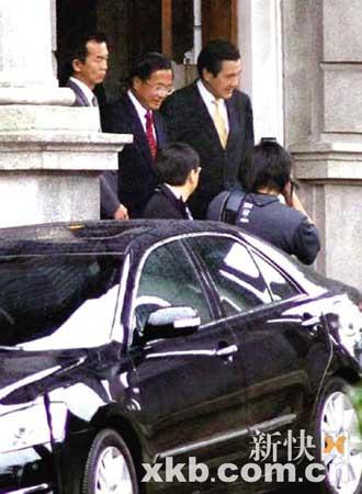 会谈结束后,陈水扁亲自到门口送马英九搭车离去。