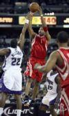 图文:[NBA]火箭客场战国王 麦迪干拔跳投