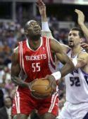 图文:[NBA]火箭客场战国王 穆托姆博单打米勒